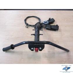 Guidon + commande ouverture ceintures sécurité en bon état.
