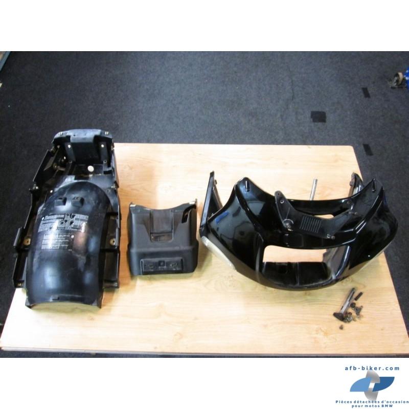 Totalité de l'habillage plastique d'une BMW r 1100 rs noire