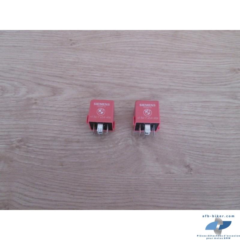 Les deux relais roses à diodes sont fonctionnels.