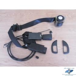 La ceinture gauche et sa commande complète par câble en bon état.