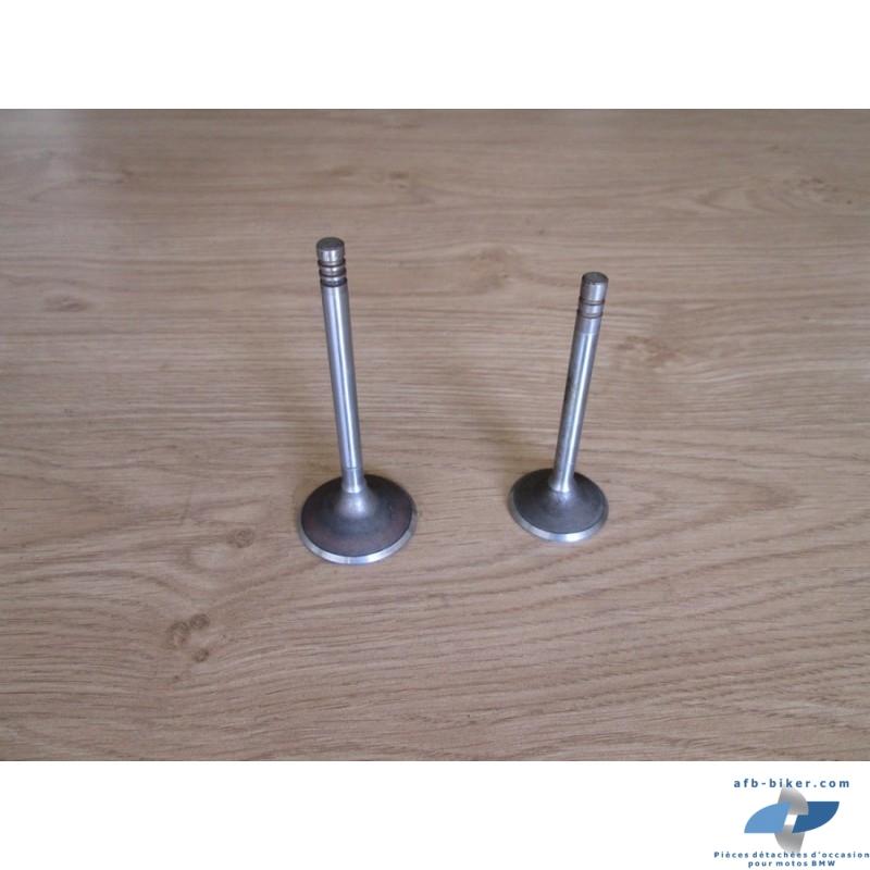 Deux soupapes neuves diamètre: 34 mm  longueur: 87 mm et une autre: 40 mm  long: 100 mm en 7 mm